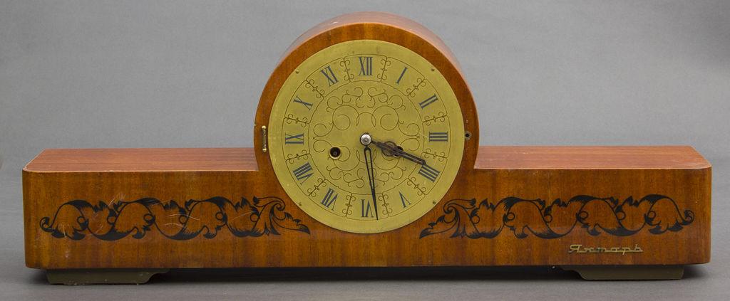 Kamīna pulkstenis