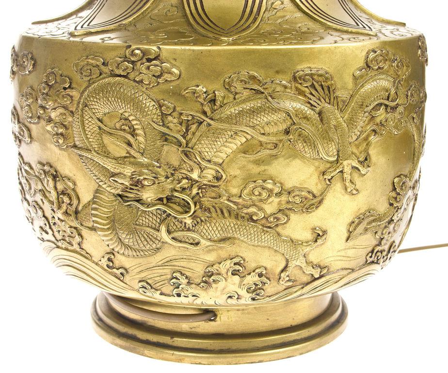 Bronzas lampa ar pūķiem