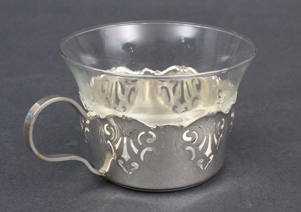 Sudraba glāžu turētāji(8 gab.) un 7 stikla glāzes