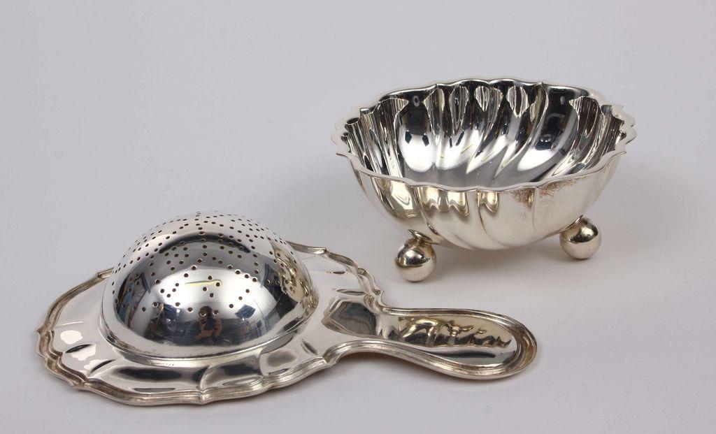 Sudraba baroka stila tējas sietiņš un paliktnis