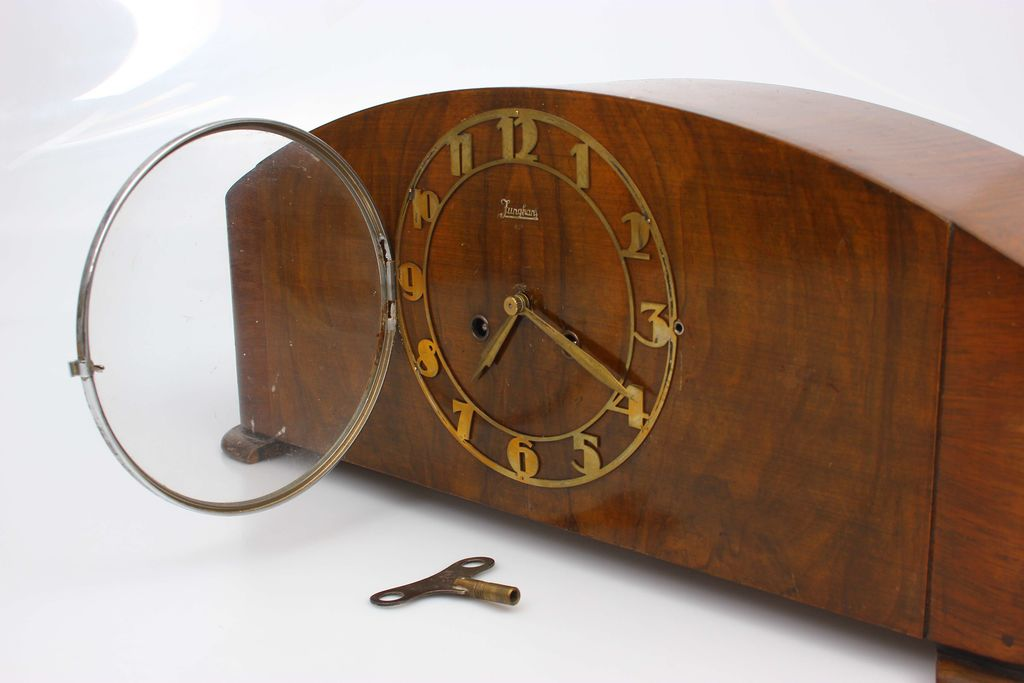 Artdeko stila pulkstenis no riekstkoka