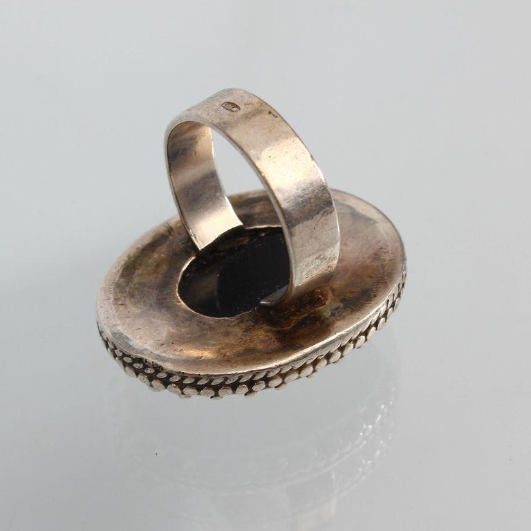 Серебряное кольцо с черным камнем