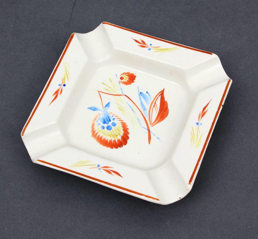 Porcelāna pelnutrauks