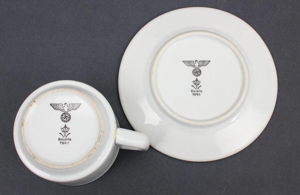 Porcelāna tasīte un apakštasīte ar trešā reiha ģērboni