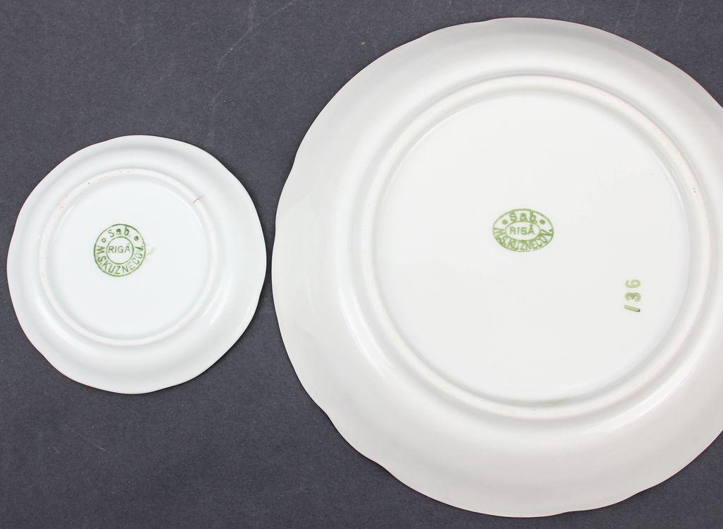 Porcelāna trauku komplekts - 6 mazie šķīvīšii, 1 bļoda