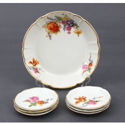 Porcelain utensil set - 6 small plates, 1 bowl