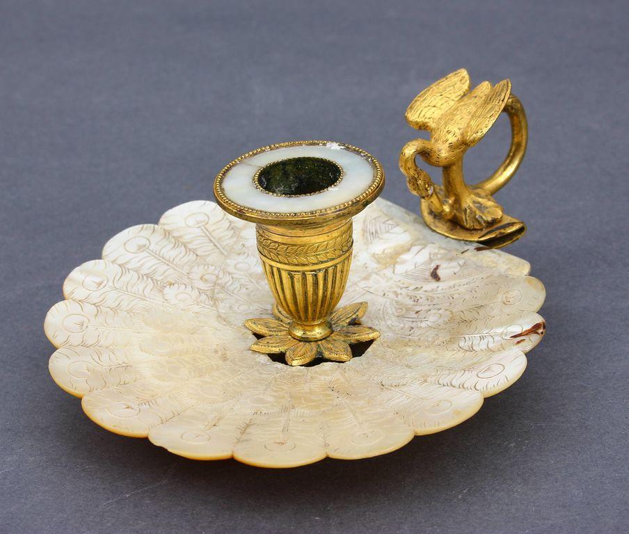 Bronzas svečturis ar perlamutru