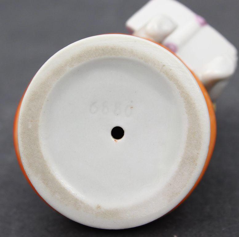 Porcelāna figūriņa Puisītis uz sēnes