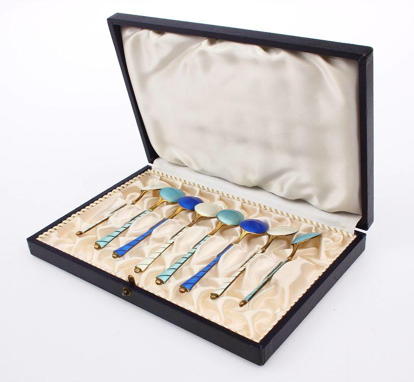 Sudraba karotītes ar emalju 8 gab. kastītē