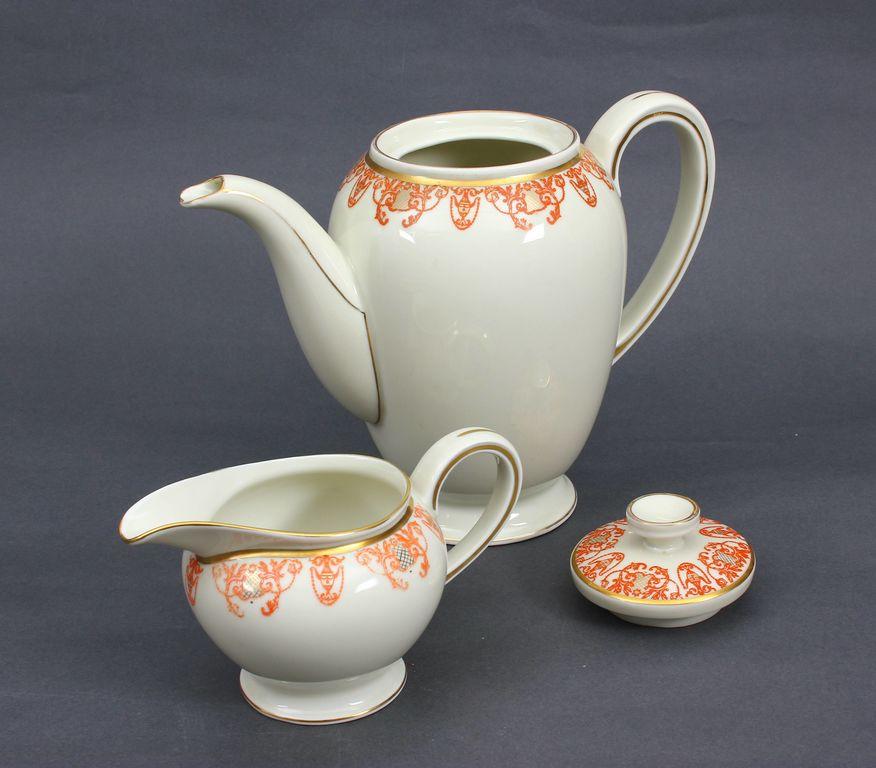 Porcelāna servīze (nepilna)