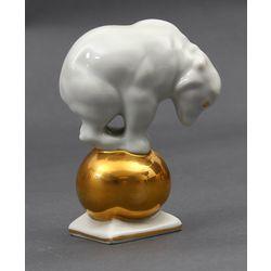 Porcelāna figūriņa Lācis uz bumbas