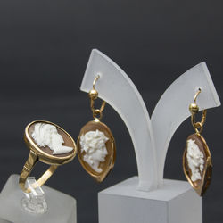 Zelta rotaslietu komplekts - gredzens un auskari