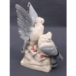 Porcelain figurine of a bird