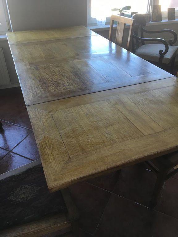 Ozolkoka galds ar četriem krēsliem