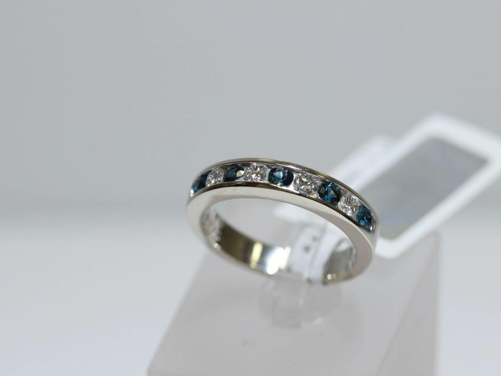 Zelta gredzens ar 4 briljantiem, 5 safīriem