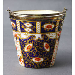 Porcelain bucket with metal finish