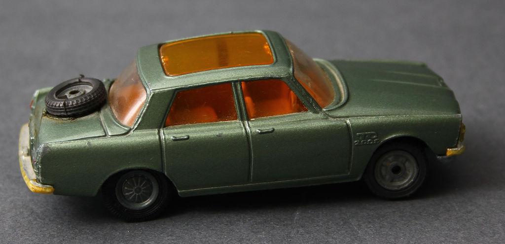 Automašīnas modelītis Rover 2000TC