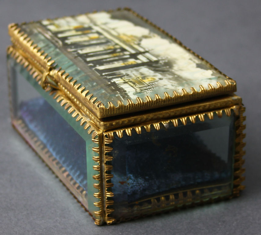 Stikla lādīte ar metāla apdari