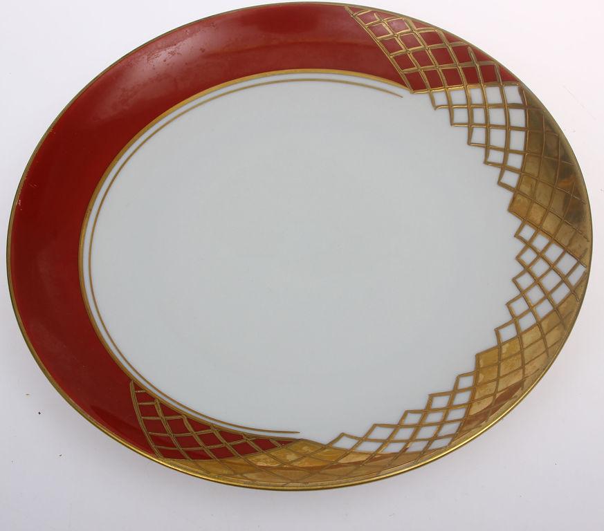 Porcelāna krūzīte ar 2 apakštasītēm