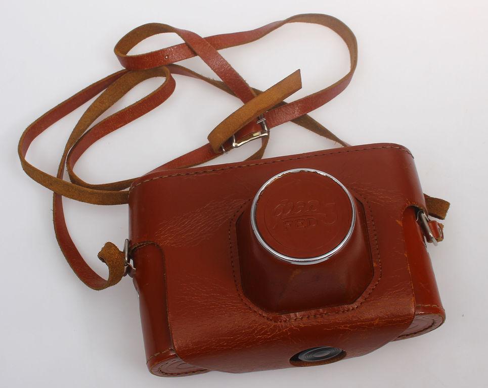 Fotoaparāts orģinālajā ādas somiņā
