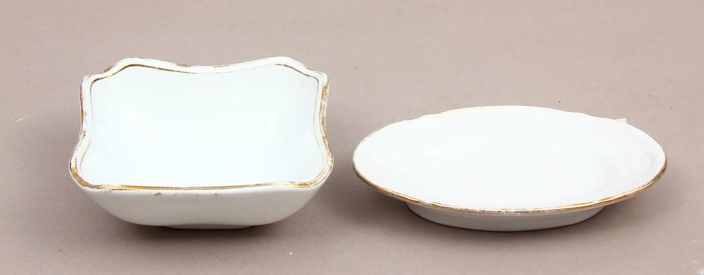Divi porcelāna trauciņi