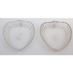 Stikla trauciņi sirds formā 2 gab.
