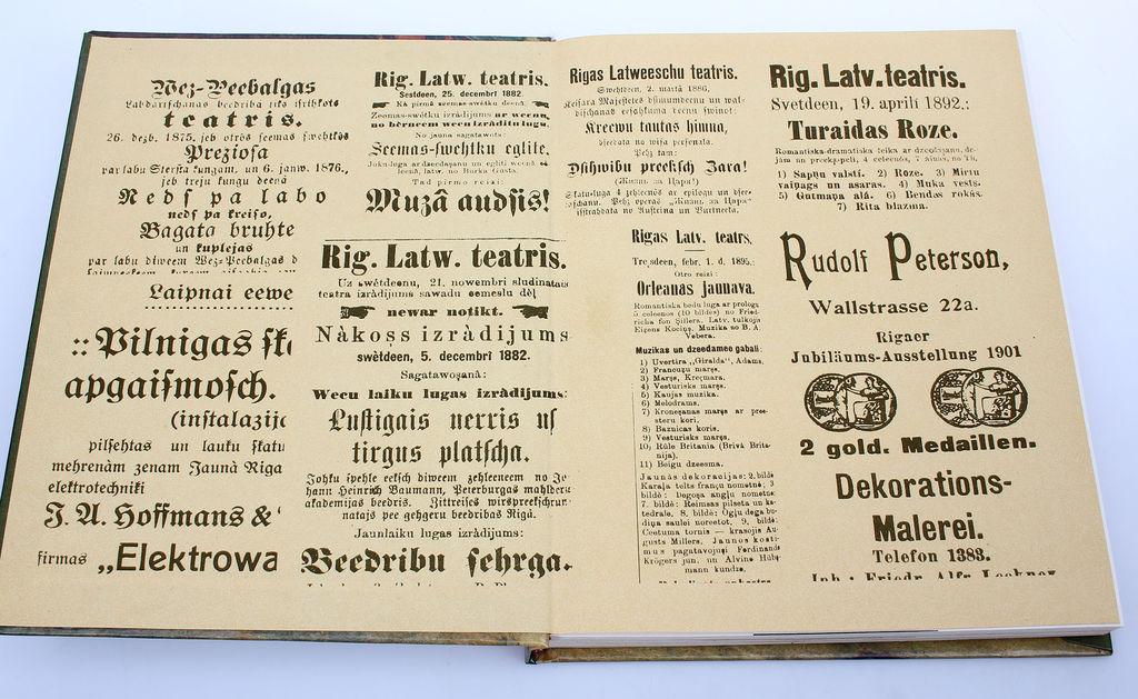 Dz.Blūma, Skatuves ietērps latviešu teātrī