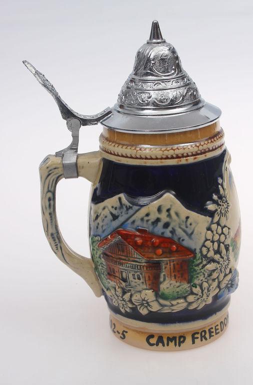Keramikas alus kauss ar metāla apdari