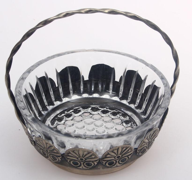 Stikla trauciņš ar metāla apdari