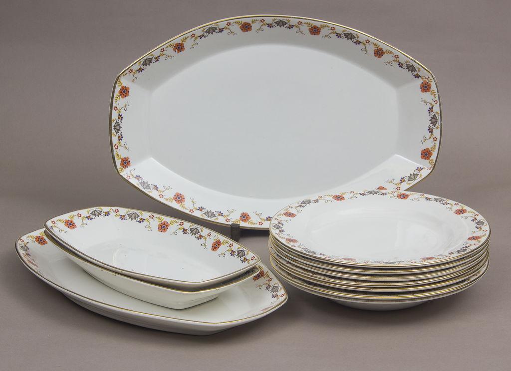 Fajansa servējamo trauku komplekts - 3 dažādu izmēru servējamie trauki, 6 šķīvji, 1 dziļais šķīvis