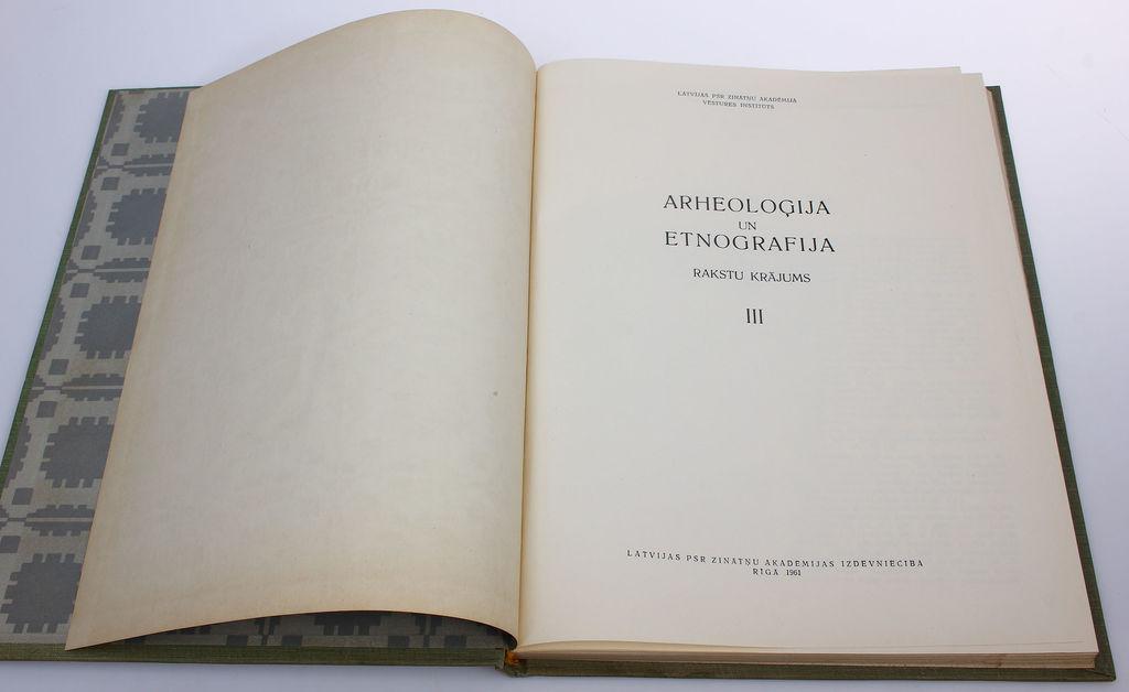 Archeoloģija un etnogrāfija III