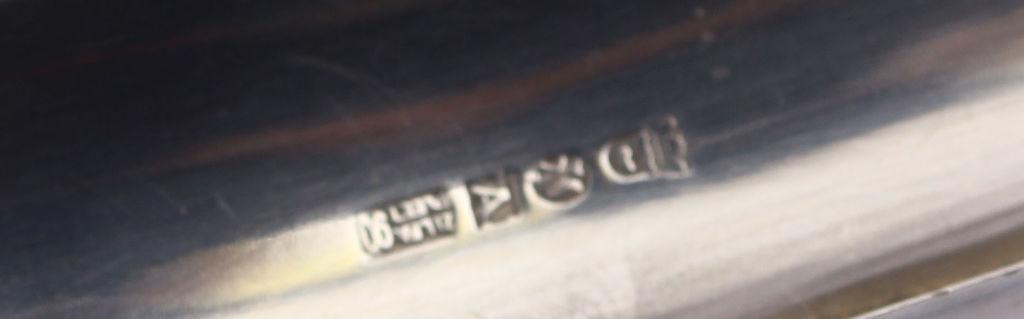 Art deko stila apsudrabota metāla pelnutrauks