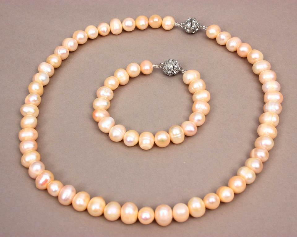 Pērļu kaklarota un aproce