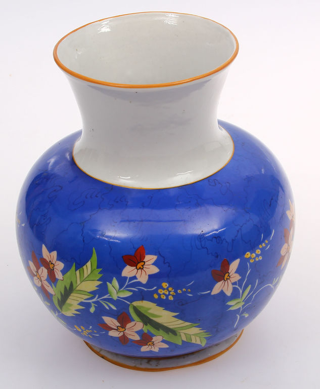 Porcelāna vāze ar roku gleznojumu