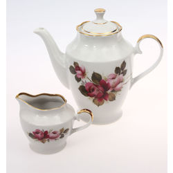 Porcelain teapot with cream container