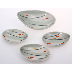 Porcelain dishes 4 pieces (1 large and 3 small)