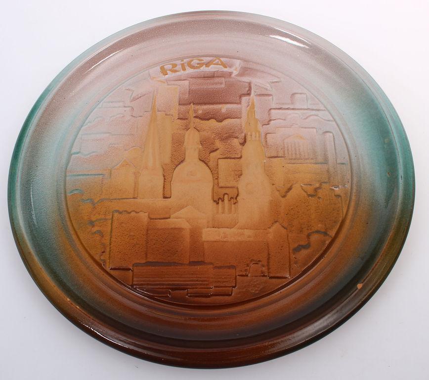 Keramikas sienas šķīvis
