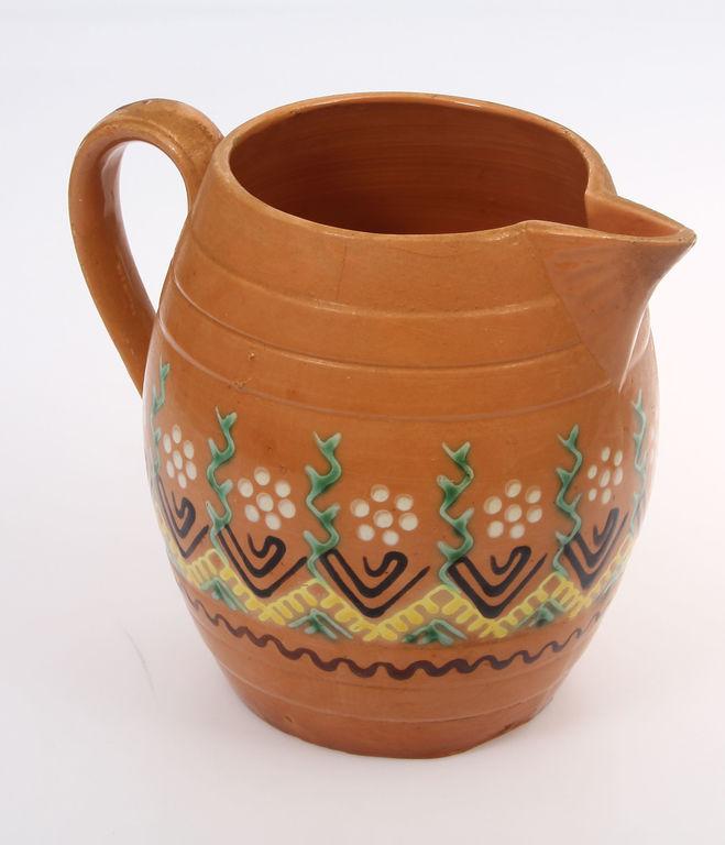 Keramikas krūka ar gleznojumu