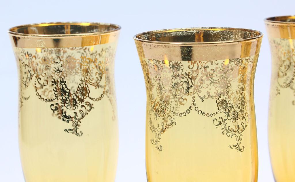 Četras stikla glazes