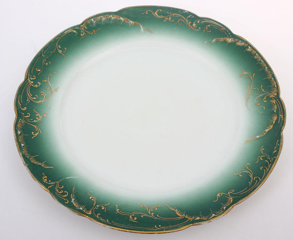 Porcelāna šķīvis