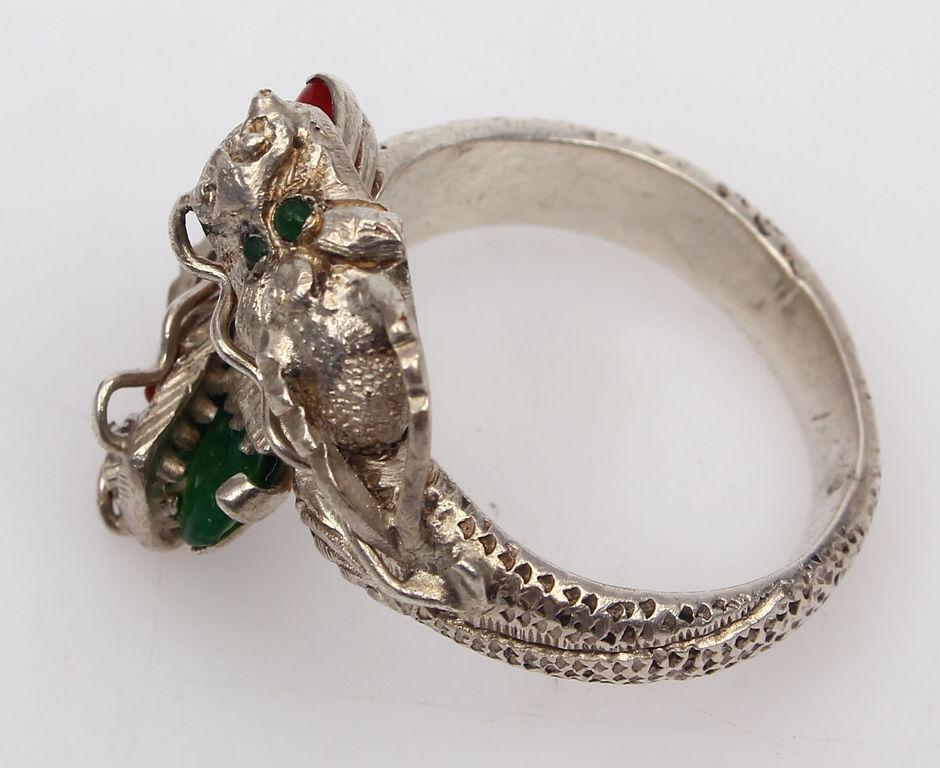 Sudraba gredzens ar dārgakmeņiem