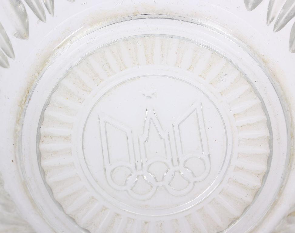 Stikla augļu trauks olimpisko spēļu tematikā