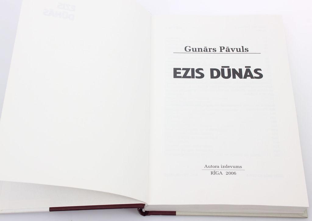 Gunārs Pāvuls, Ezis dūnās