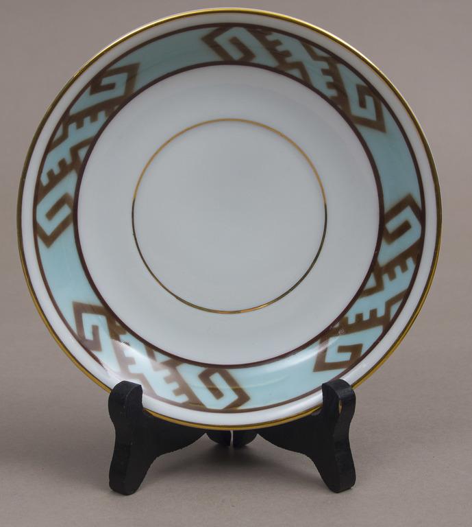 Porcelāna tasītes ar apakštasītēm (5 gab.)