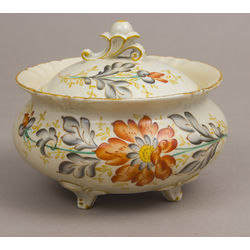 Porcelain bowl with lid