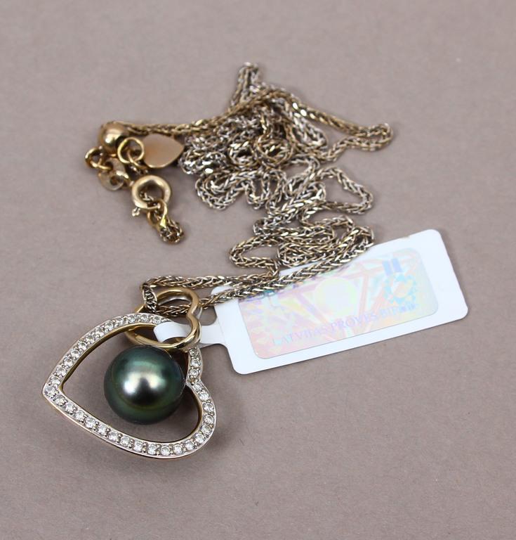 Zelta kulons ar briljantiem un pērli