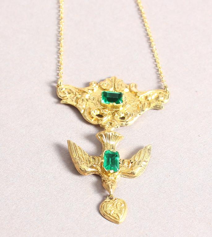 Zelta kaklarota ar kulonu ar smaragdiem