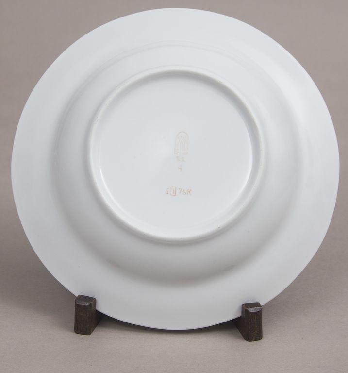 Apgleznots porcelāna sķīvis