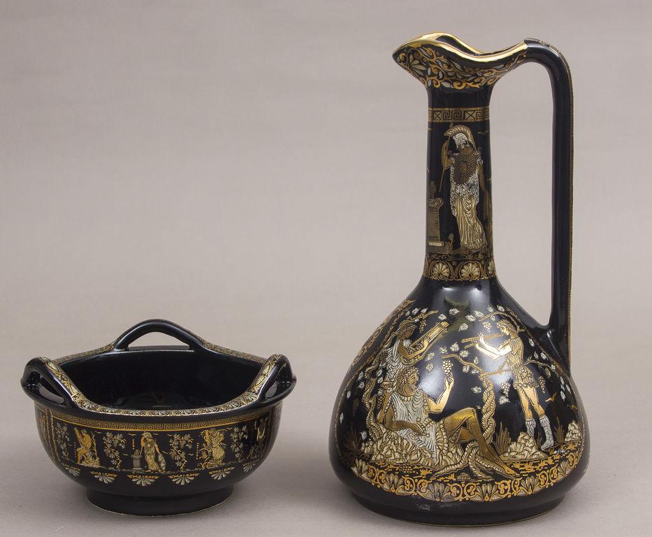 Porcelāna karafe ar trauku uzkodām