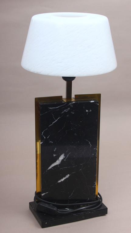Art-deko stila galda lampa